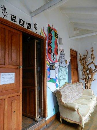 Kokopelli Hostel Cusco: Entrada al bar