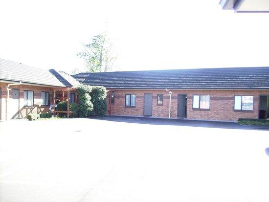 Albert Court Motor Lodge: Carpark