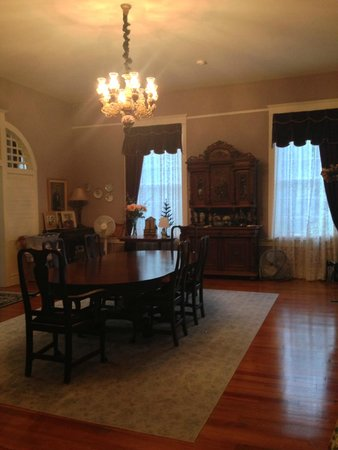 Prosperity School Bed and Breakfast: Beautiful dining room