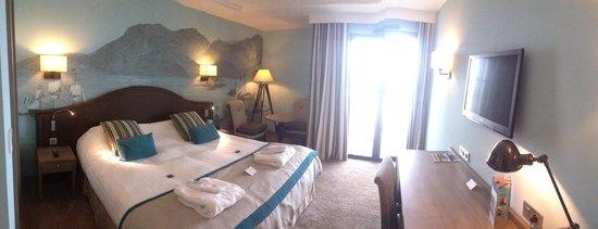 Hôtel Le Nouveau Monde : La chambre vue sur mer