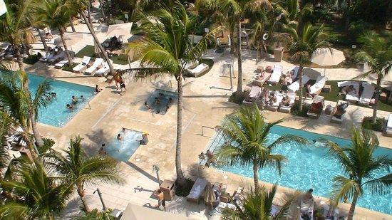 Grand Beach Hotel: Piscinas exteriores