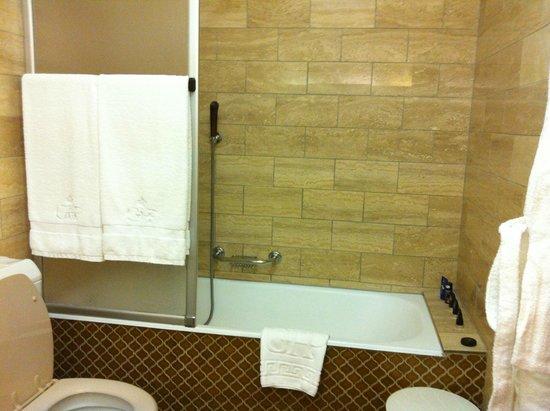 Grand Hotel du Golf & Palace : salle de bain