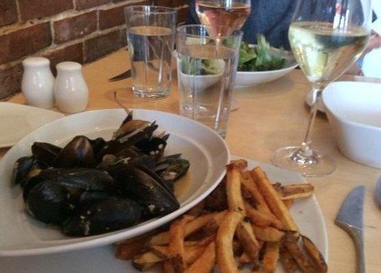 Solo Bistro: Moules et frites (mussels and french fries)