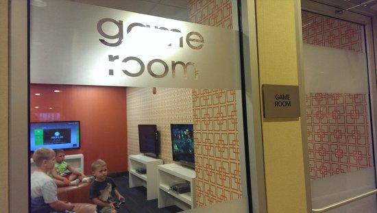 Fairfield Inn & Suites Orlando Lake Buena Vista: Salle de jeux vidéo