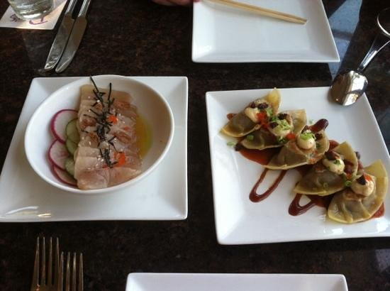 Roy's Poipu Bar & Grill : sashimi and pot stickers