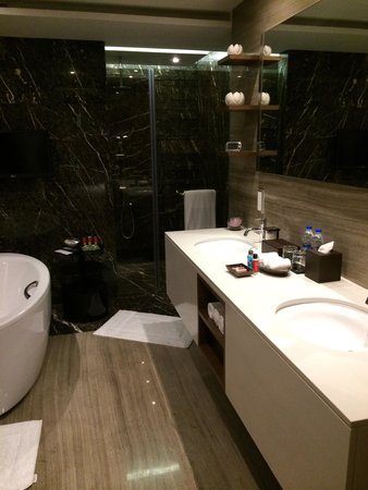 Grand Hyatt Mumbai: Salle de bain suite