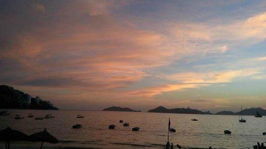 Grand Hotel Acapulco: Lo que se puede ver desde el area de piscinas.