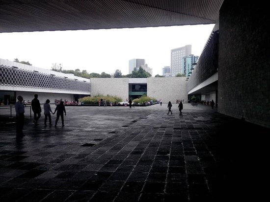 National Museum of Anthropology (Museo Nacional de Antropologia): Vista del playon del Museo