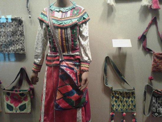 Museo Nacional de Antropología: Muestra de Vestimenta