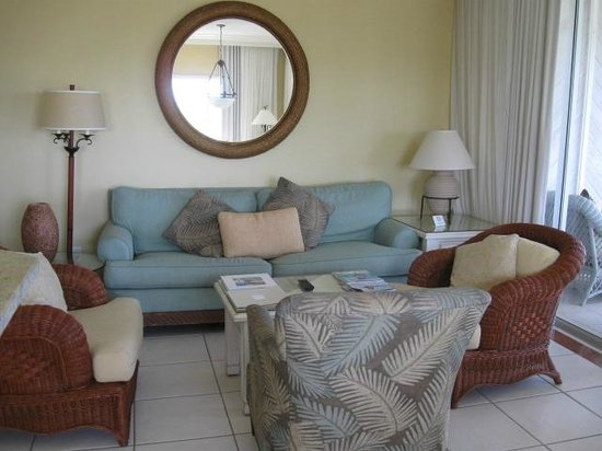 The Sands at Grace Bay: Full livingroom with TV