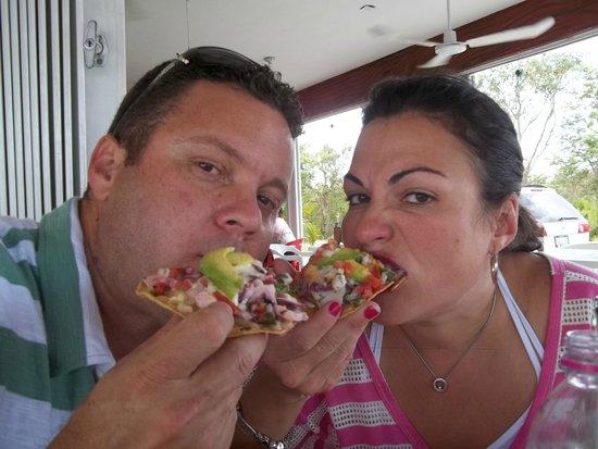 El Camaron Dorado: katia y yo comiendo rico