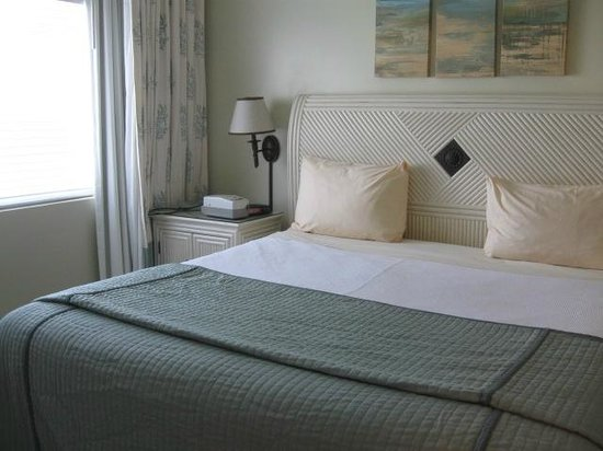 The Sands at Grace Bay: King bed in separate bedroom with TV