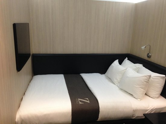 The Z Hotel Victoria: Small bed