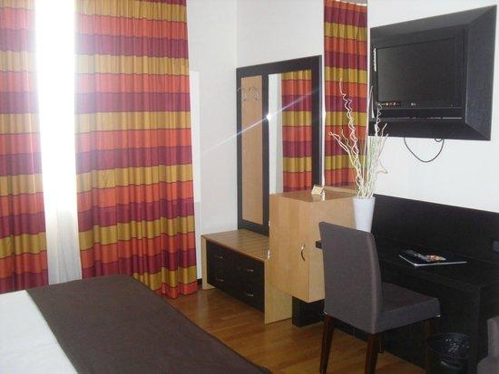 Sanlu Hotel: camera tv