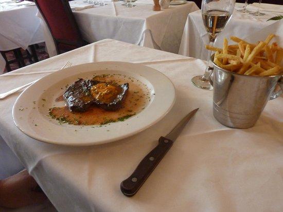 English's of Brighton: Steak with fries