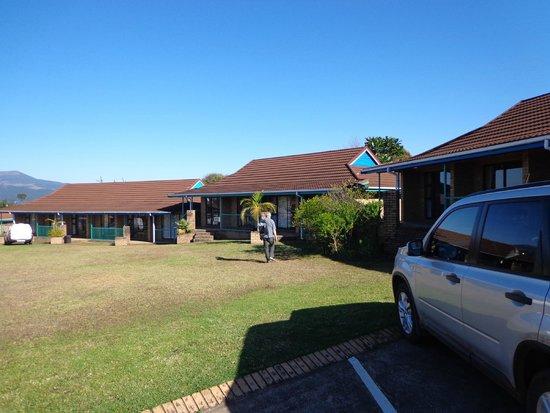 Mogodi Lodge : nice lodge around the swimmingpool