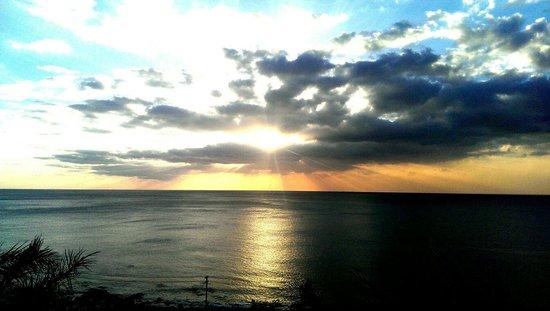 H Resort: 唯有在墾丁H會館才能享受的美麗夕陽