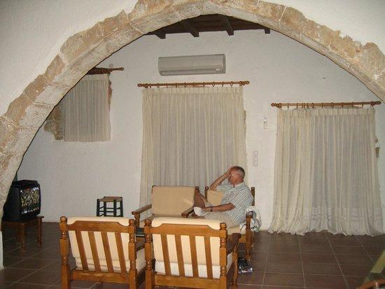 Κoutouloufari Village Holiday Club : Woonkamer