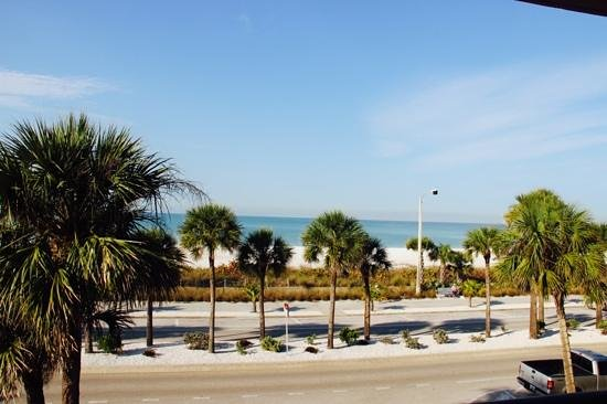 Holiday Inn Sarasota - Lido Beach: view from bedroom on 2nd floor