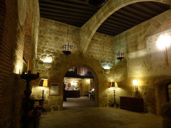 Parador de Plasencia: relaxing communal lounge area