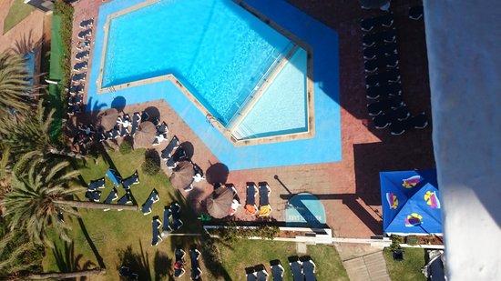 The New Algarb Hotel: la piscina