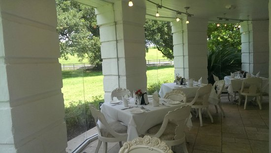The Mansion Restaurant at Nottoway: A table !