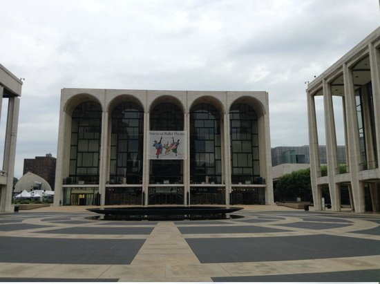 Lincoln Center for the Performing Arts: 正面