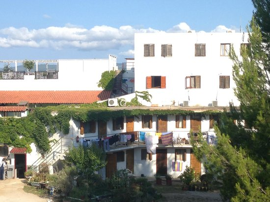 Skiathos Palace Hotel : behind the buildings there is the sea