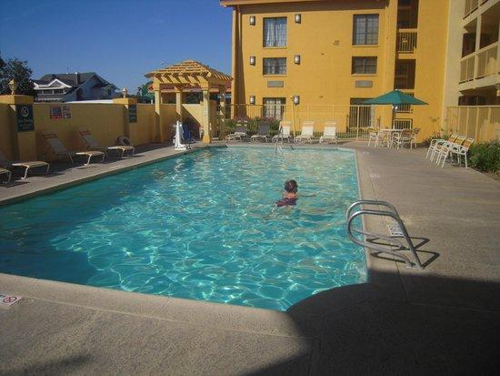 La Quinta Inn Fresno Yosemite: Superbe piscine