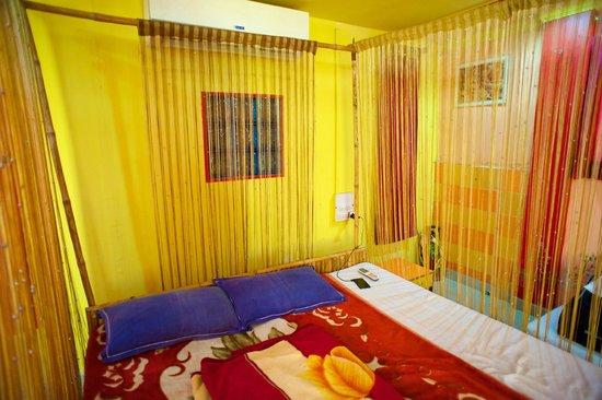 Govind Hotel: Penthouse suite bed