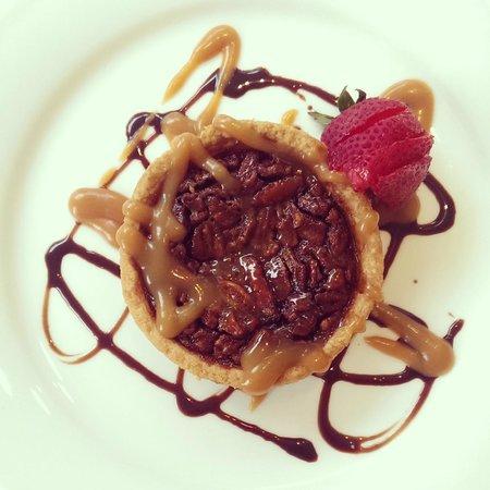 The Mansion Restaurant at Nottoway: Bourbon pecan pie