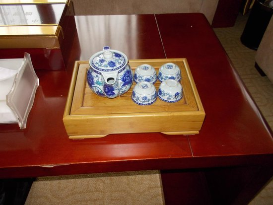 Jiulong International Hotel: in room tea set