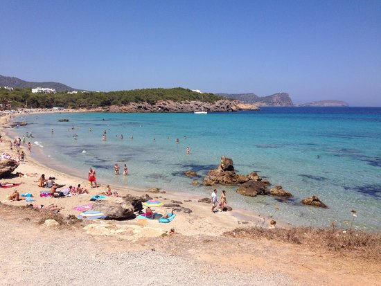 Fiesta Hotel Cala Nova: Beach next too hotel