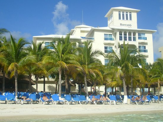 Barcelo Costa Cancun: vista de atras del hotel