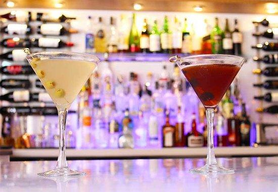 Tarla Mediterranean Bar & Grill: TARLA'S BAR