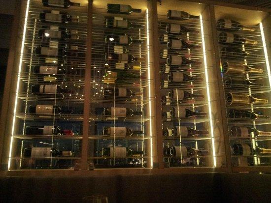 Ramada Apollo Amsterdam Centre: 17th Floor Vino