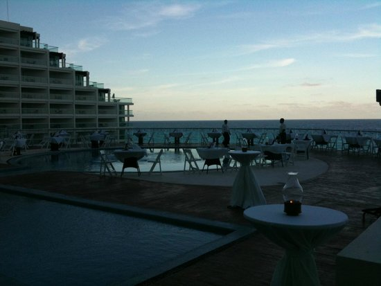 Sun Palace: Rooftop Dining