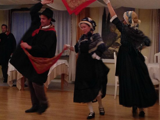 Best Western Le Relais de Laguiole Hotel & Spa : Folk dancing display