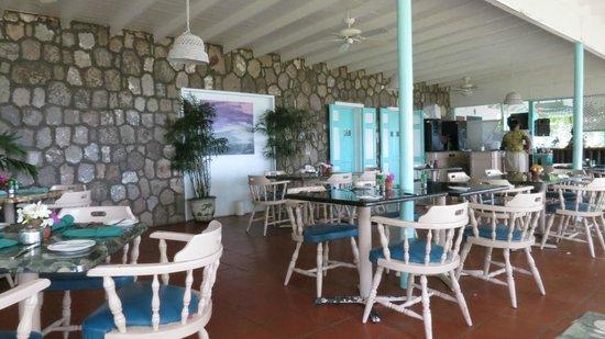 Oualie Beach Resort: The restaurant