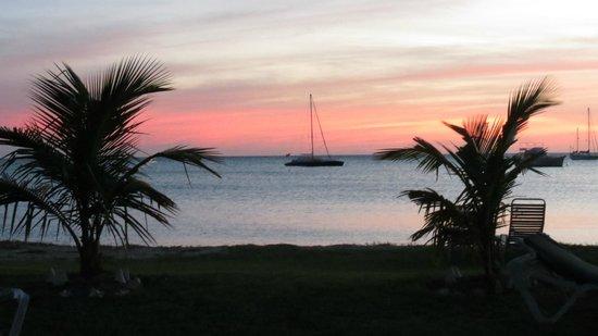 Oualie Beach Resort: Sunset