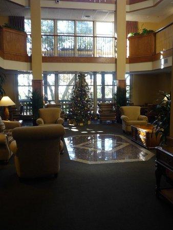 Drury Inn & Suites San Antonio North Stone Oak: Festive lobby