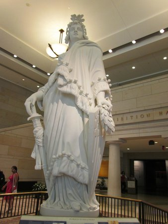 U.S. Capitol: Identical statue on top of Capitol Dome