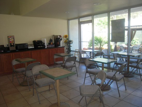 Western Holiday Lodge Three Rivers: Pour le petit déjeuner