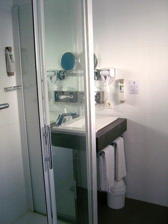 Ibis Styles Menton Centre : il bagno