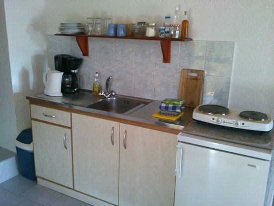 Markos Studios: Fully equipped kitchen