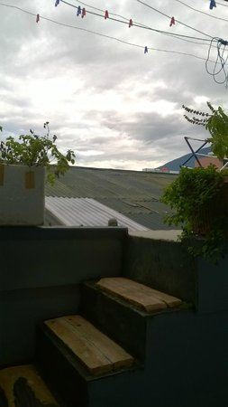 Hello Guest House: Rooftop access from dorm.You can sunbath & dry washing.
