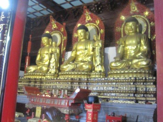 Mt Huaguoshan : buddhas