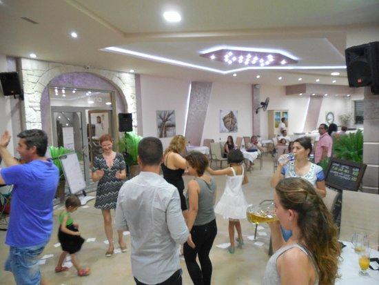 Anna Maria Paradise: greek party