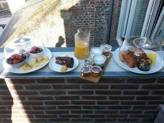 Haas op het Vrijthof: Breakfast at roof terrace.
