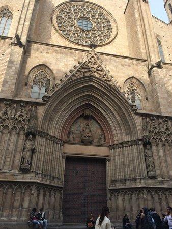 Église Sainte-Marie-de-la-Mer : Frontis